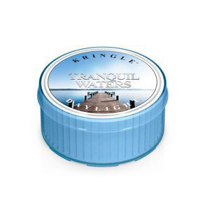 KRINGLE CANDLE Świeczka Coloured Daylight TRANQUIL WATERS